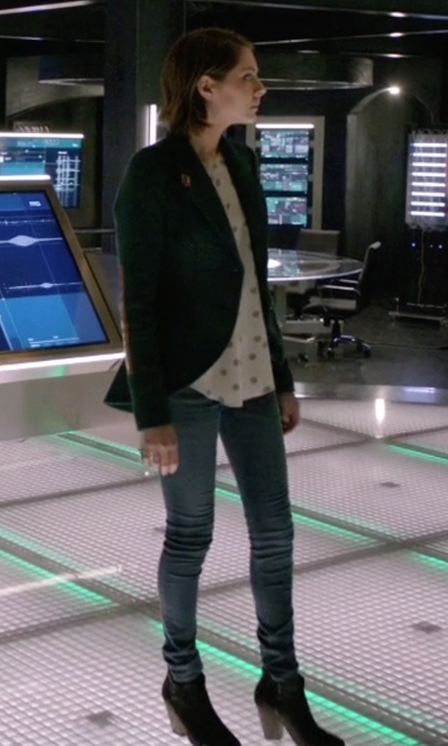 Willa Holland with Sam Edelman Ankle Boots in Arrow