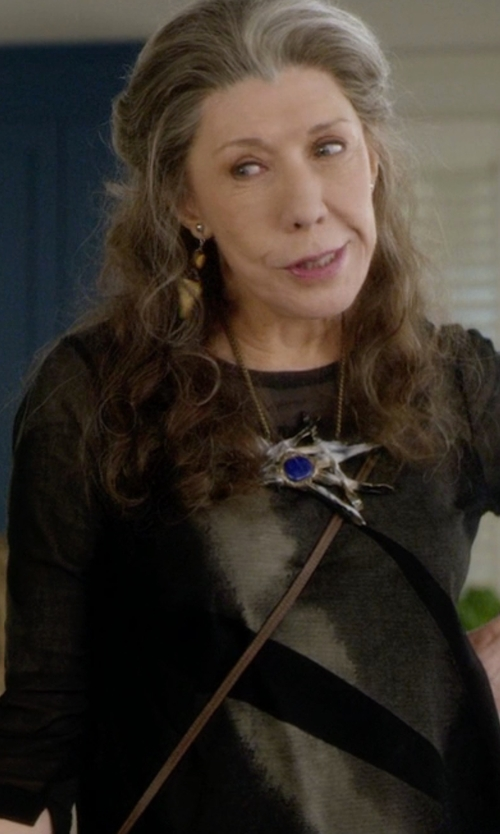 Lily Tomlin with Kaos Knitted Sweater in Grace and Frankie
