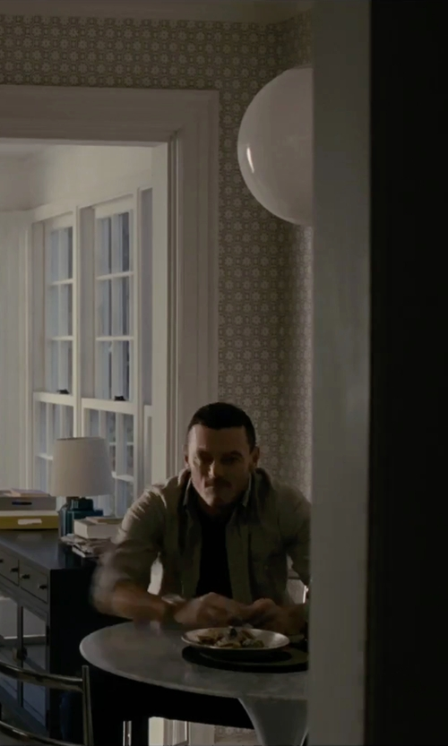 Luke Evans with Ariat Solid Twill Shirt in The Girl on the Train