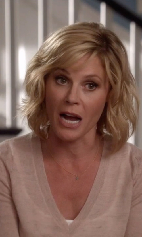 Julie Bowen with Steven Alan Hexagon Diamond Necklace in Modern Family