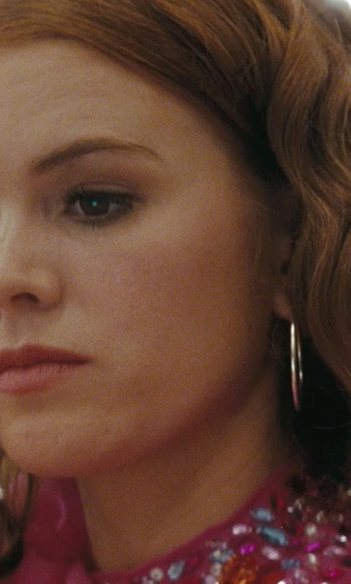 Isla Fisher with US Gems Polished Endless Hoop Earrings in Confessions of a Shopaholic