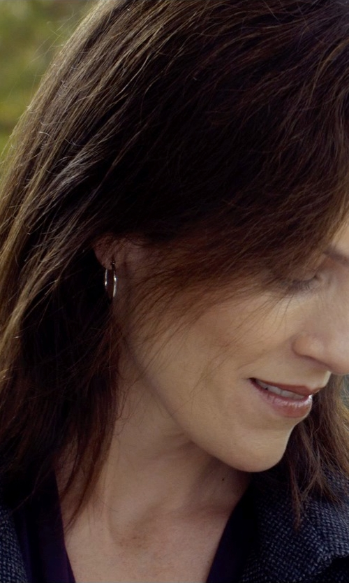 Annabeth Gish with Ippolita Squiggle Hoop Earrings in Before I Wake