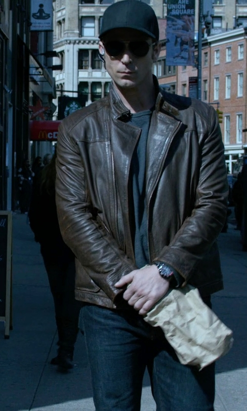 Wil Traval with Polaroid Round Aviator Sunglasses in Jessica Jones