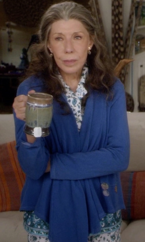 Lily Tomlin with Shadowline Draped Open Front Cardigan in Grace and Frankie
