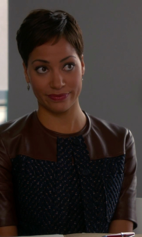 Cush Jumbo with 1.State Faux Leather & Ponte Shift Dress in The Good Wife