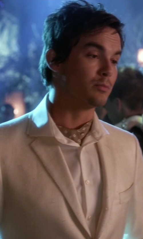Tyler Blackburn with Banana Republic Classic-Fit Non-Iron Solid Shirt in Pretty Little Liars