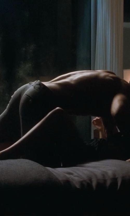 Ryan Gosling with Nautica Haverdale Grey Full/Queen Comforter Set in Crazy, Stupid, Love.