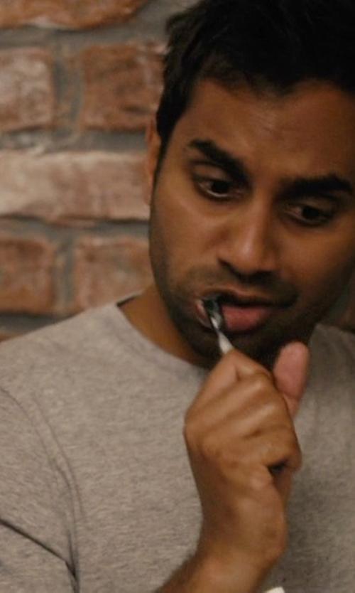 Aziz Ansari with Quinn Kim Knit T-Shirt in Master of None