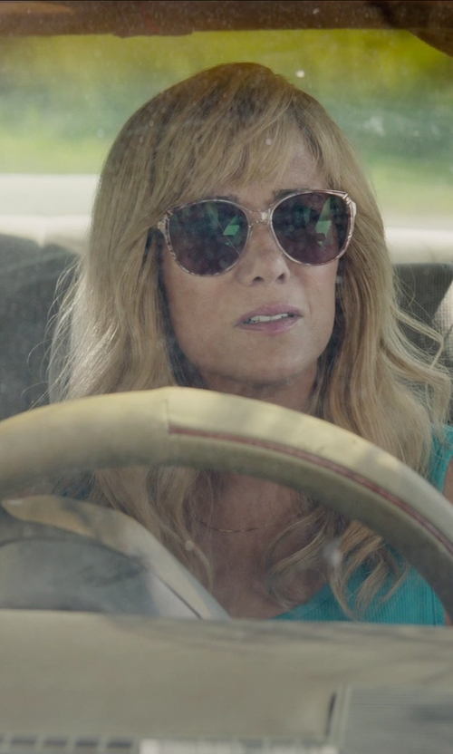 Kristen Wiig with Vince Camuto Oversized Round Sunglasses in Masterminds