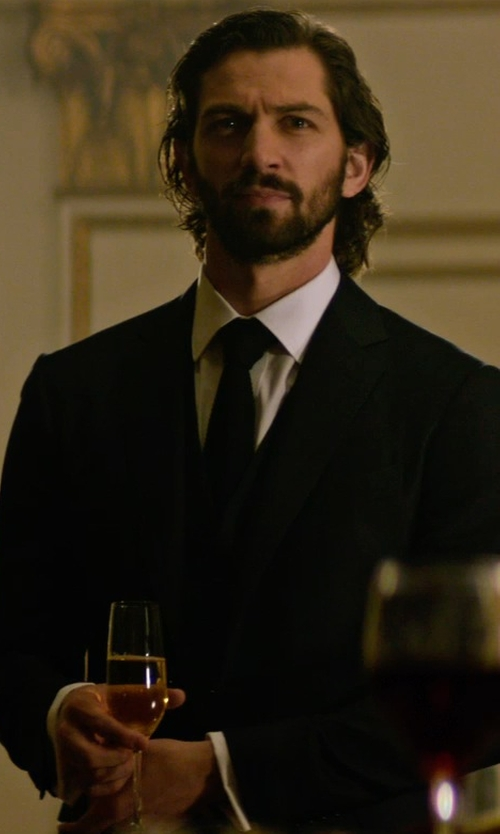 Michiel Huisman with Lalique 100 Points Champagne Flute in The Age of Adaline
