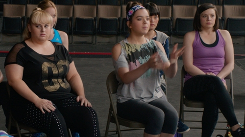 Hailee Steinfeld with Nike Pro Women's Training Capris in Pitch Perfect 2