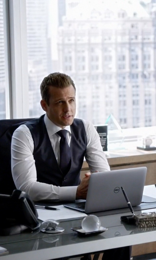 Gabriel Macht with Dell Inspiron 7000 Laptop in Suits