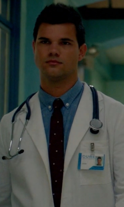 Taylor Lautner with Paul Smith 'Star' Silk Tie in Scream Queens