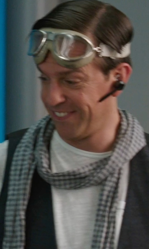 Ed Helms with Beats by Dr. Dre Powerbeats² Bluetooth Earbud Headphones in We're the Millers