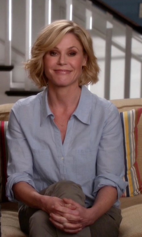 Julie Bowen with Joie Cartel Button-Front Chambray Shirt in Modern Family