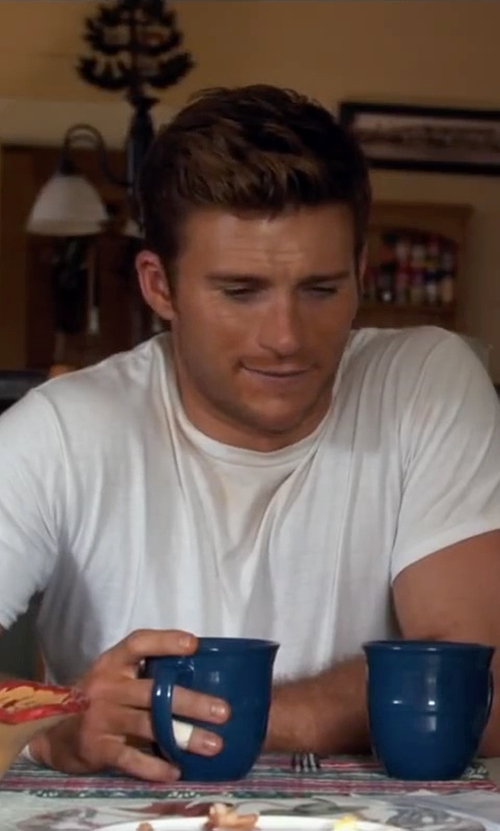 Scott Eastwood with Real Simple Marine Blue Mug in The Longest Ride
