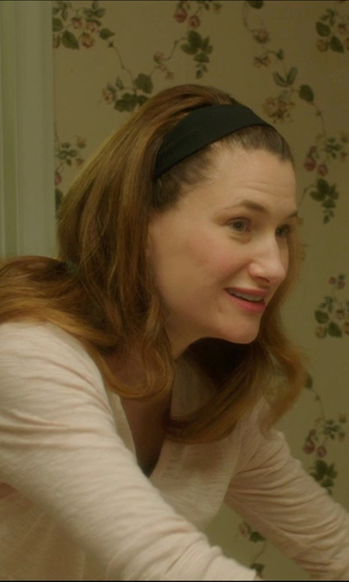 Kathryn Hahn with Tasha Solid Head Wrap in The D Train