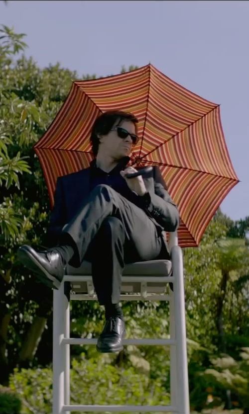 Mark Wahlberg with Umbrellas Adults Automatic Dual Visor Plaid Sun Umbrella in The Gambler