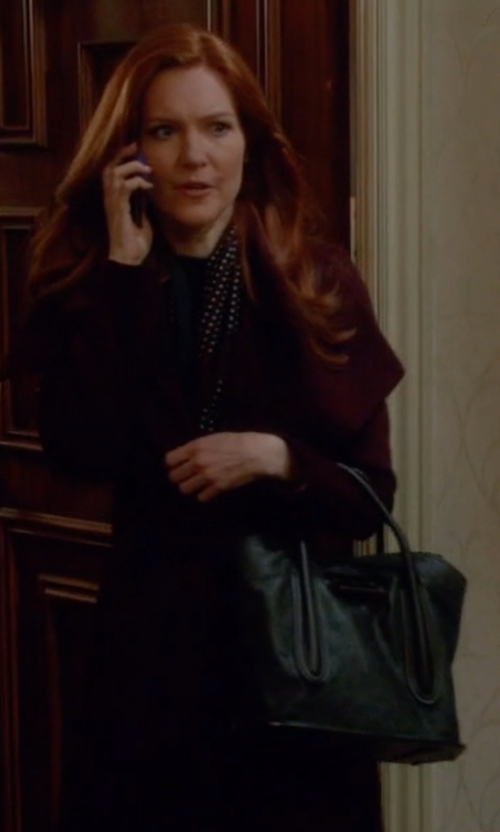 Darby Stanchfield with Will Leather Goods 'Everyday' Leather Tote Bag in Scandal