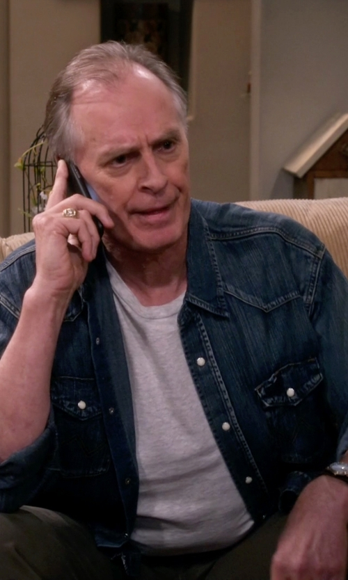Keith Carradine with MVMT Leather Analog Watch in The Big Bang Theory