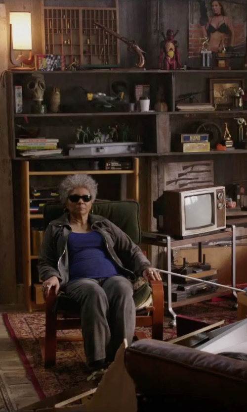 Leslie Uggams with Eleventy Casual Pants in Deadpool