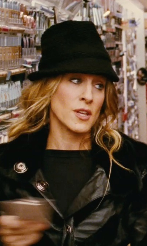 Sarah Jessica Parker with Kate Spade New York Bow-Back Bucket Hat in Sex and the City