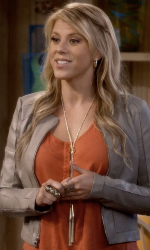 Jodie Sweetin with Kendra Scott Phara Gold-Plated Double-Wrap Necklace in Fuller House