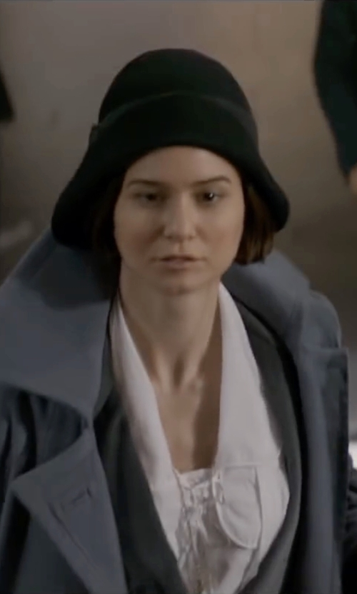 Katherine Waterston with Betmar New York Madri Felt Cloche Hat in Fantastic Beasts and Where to Find Them