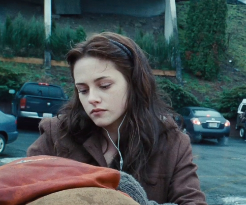 Kristen Stewart with Kalama High School (Depicted as the exterior of Forks High School) Kalama, Washington in Twilight