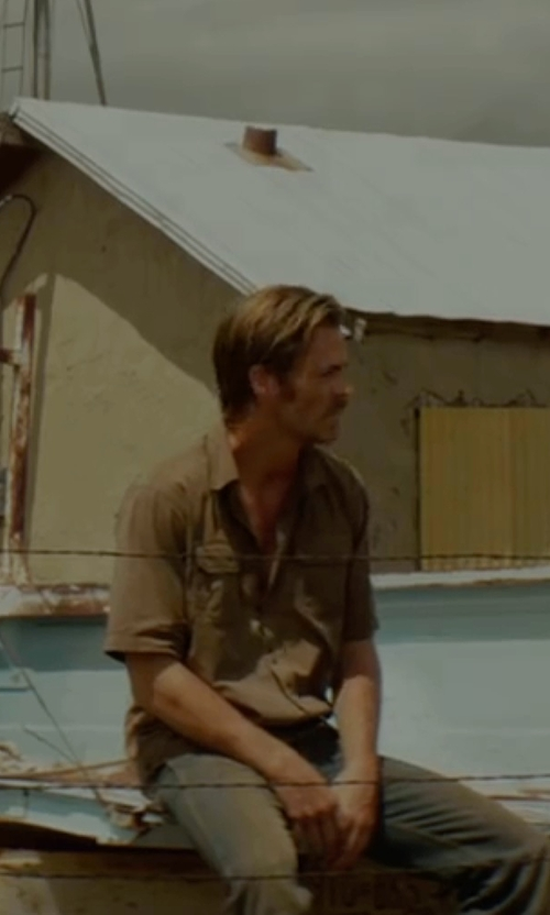 Chris Pine with G.H. Bass & Co. Short-Sleeve Shirt in Hell or High Water