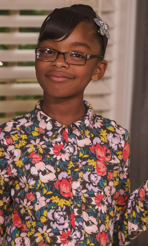 Marsai Martin with Chic Crystals Metallic Flower Clip in Black-ish