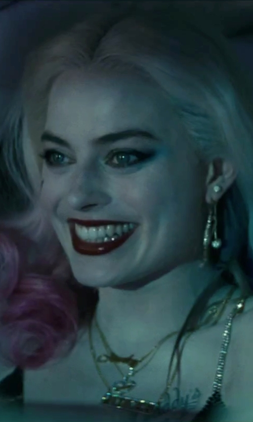Margot Robbie with Lord & Taylor Gold Small Heart Locket Necklace in Suicide Squad