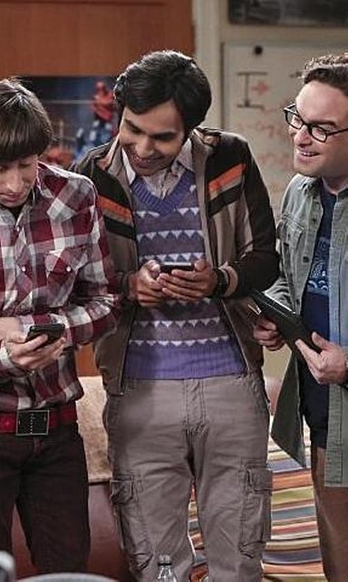 Kunal Nayyar with Dickies Full Zip Softshell Jacket in The Big Bang Theory