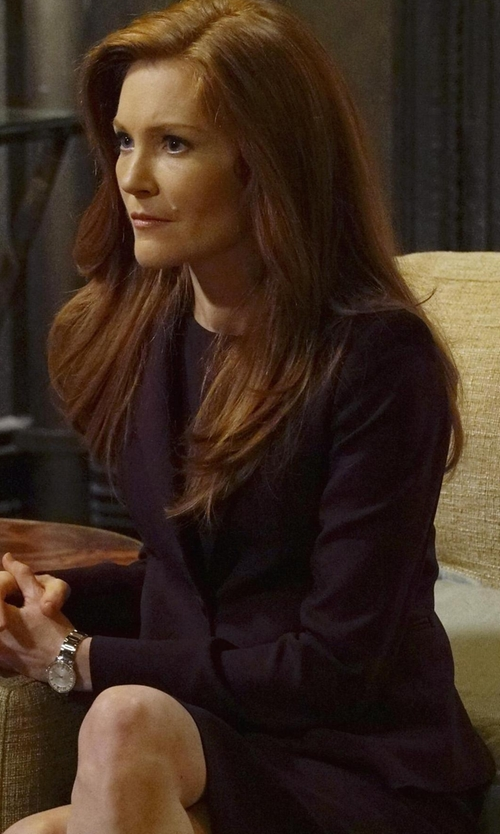 Darby Stanchfield with Les Copains Single Breasted Blazer in Scandal