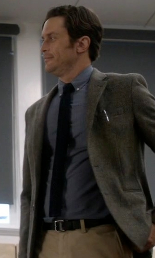 Oliver Hudson with Coach Modern Harness Smooth Leather Belt in Scream Queens