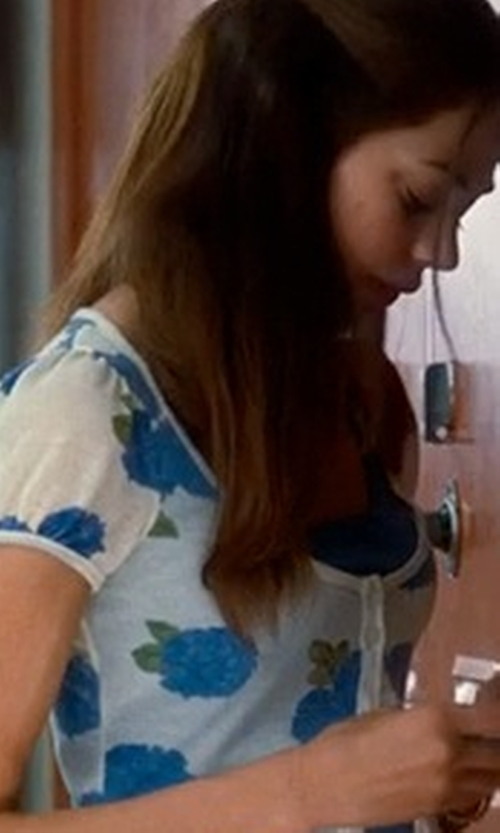Analeigh Tipton with Lands' End Art T-Shirt in Crazy, Stupid, Love.