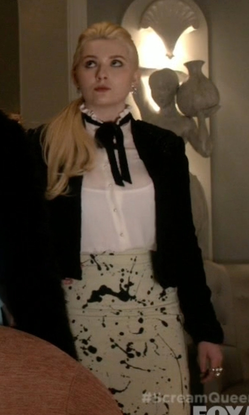 Abigail Breslin with Lord & Taylor Freshwater Pearl And Diamond Ring in Scream Queens