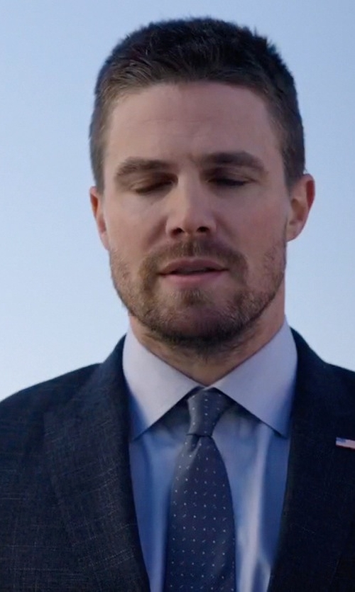 Stephen Amell with David Donahue Dot Silk Tie in Arrow