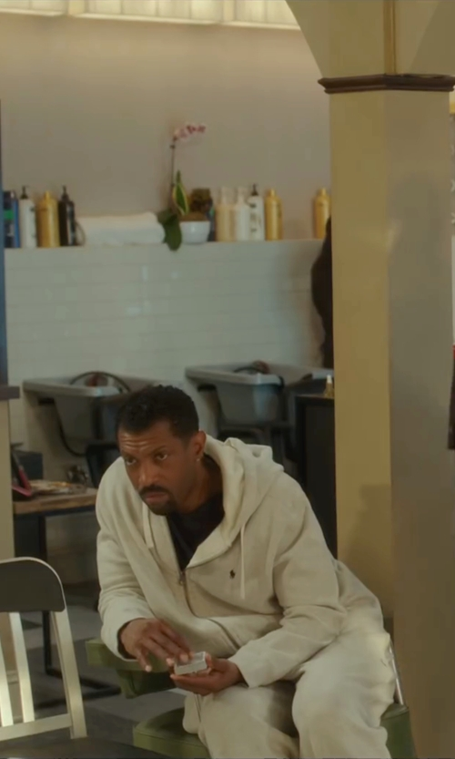 Deon Cole with Polo Ralph Lauren Full-Zip Fleece Hoodie in Barbershop: The Next Cut