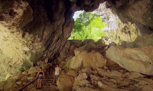 JoJo Fletcher with Phraya Nakhon Cave  Prachuap Khiri Khan, Thailand in The Bachelorette