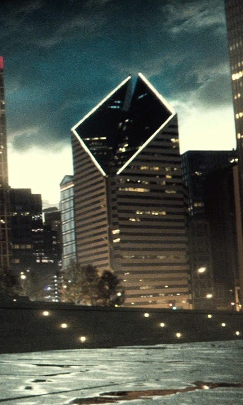 Unknown Actor with Crain Communications Building Chicago, Illinois in Batman v Superman: Dawn of Justice