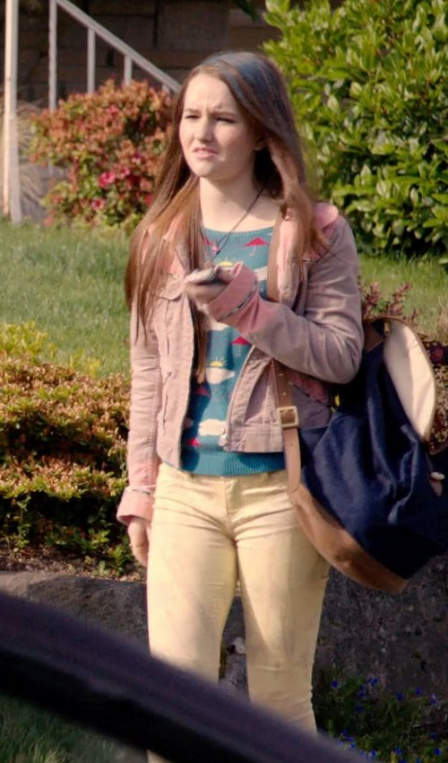 Kaitlyn Dever with Chinti and Parker Star Sweater in Laggies