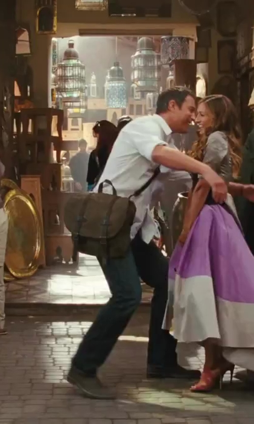 John Corbett with Steve Madden Messenger Bag in Sex and the City 2