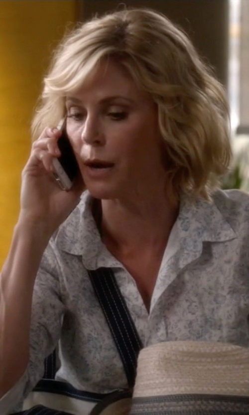 Julie Bowen with Eric Javits Fedora Hat in Modern Family