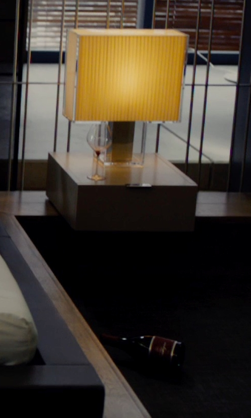 Unknown Actor with Safavieh Oscar Crystal Table Lamp in The Loft