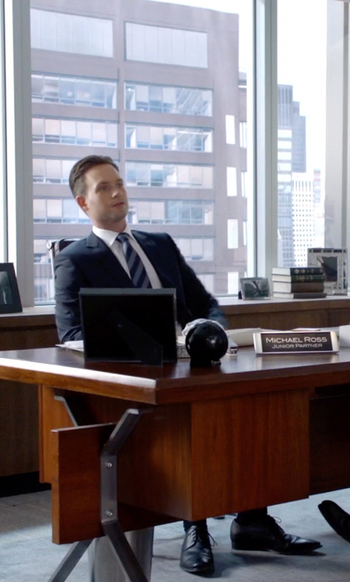 Patrick J. Adams with Tom Ford Charles Cap-Toe Oxford Shoes in Suits