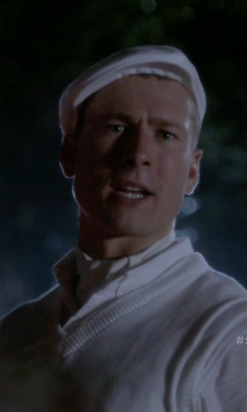 Glen Powell with Del Monico Linen Ivy Cap in Scream Queens