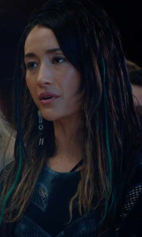 Maggie Q with Chan Luu Hematite Mix Link Dangle Earrings in The Divergent Series: Insurgent