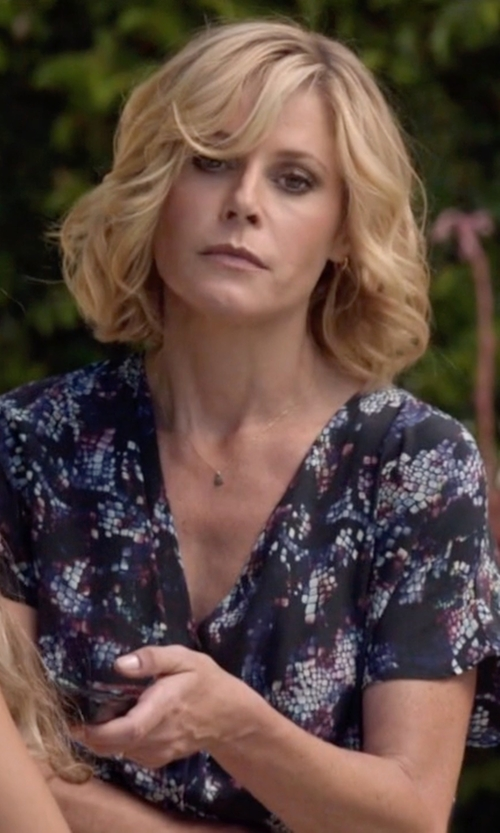 Julie Bowen with Alex and Ani Small Perfect Hoop Earrings in Modern Family