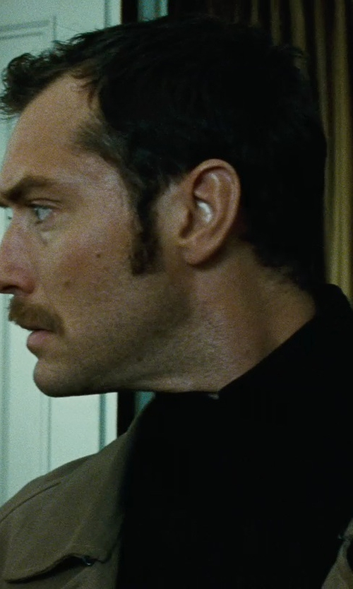 Jude Law with Rick Owens Turtleneck Chunky Wool Sweater in Sherlock Holmes: A Game of Shadows